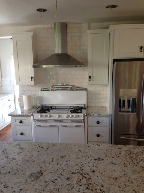 White Shaker Kitchen Cabinet With Galaxy Granite Countertop